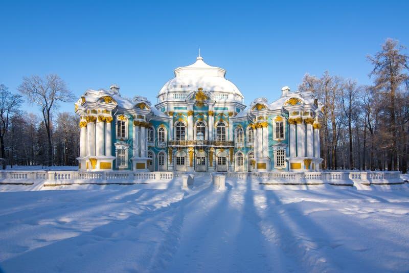 Kluispaviljoen in het park van Catherine in de winter, Tsarskoe Selo, St. Petersburg, Rusland stock fotografie