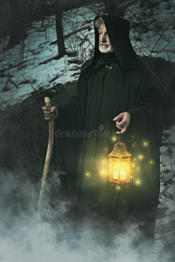 Kluizenaar van het bos met lantaarn royalty-vrije stock foto
