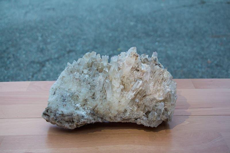 Klunga av bergkristaller arkivbilder