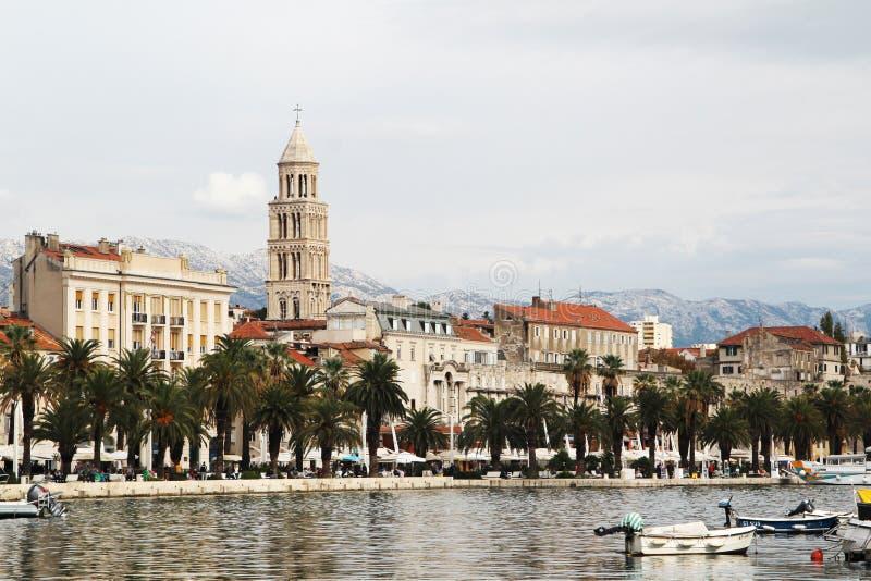 Kluven promenad, Kroatien royaltyfri foto