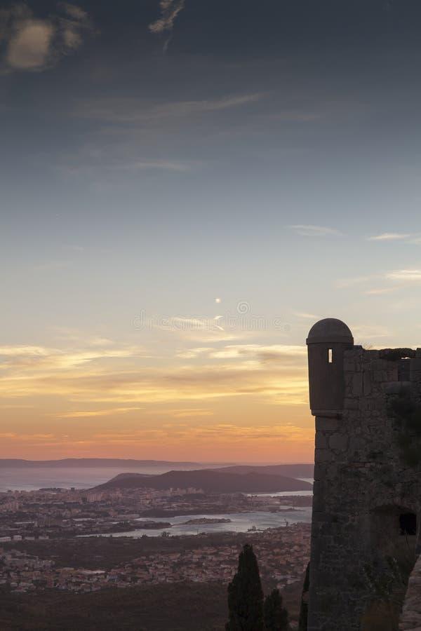 Kluven solnedgång royaltyfri foto