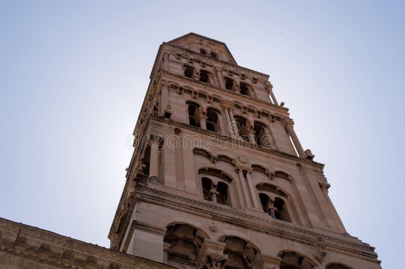 Kluven tornKroatienstad royaltyfria bilder