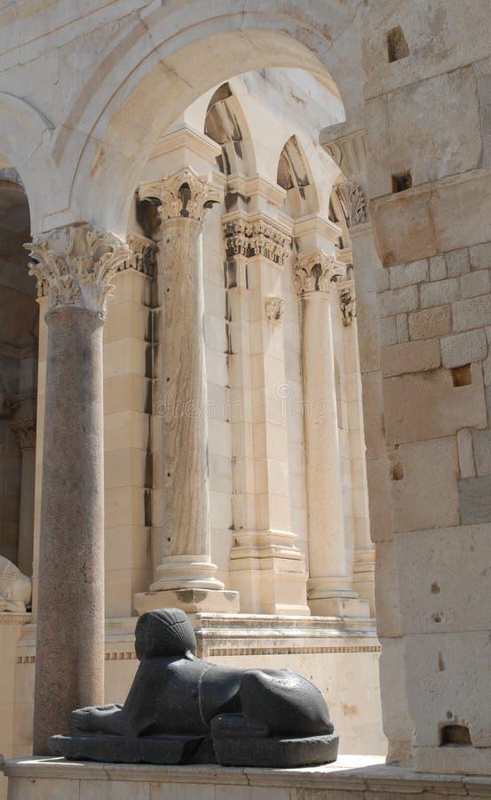 Kluvna Dalmatia i den KroatienDiocletians slotten arkivbild