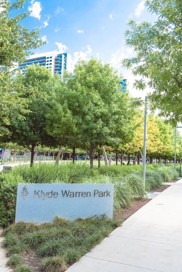 Klyde沃伦公园5 2英亩公园在街市达拉斯, Tex 图库摄影