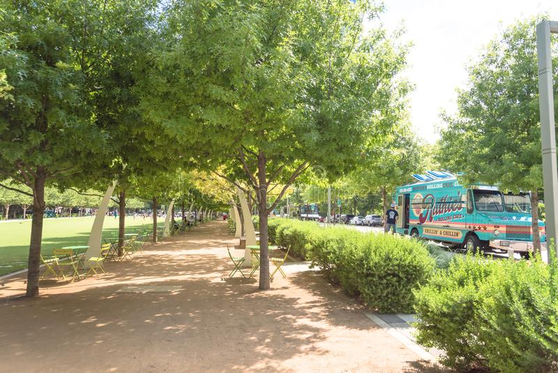 Klyde沃伦公园5 2英亩公园在街市达拉斯, Tex 库存照片