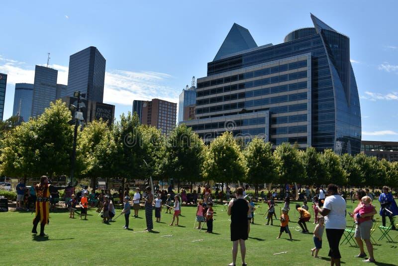 Klyde Warren Park en Dallas, Tejas fotos de archivo libres de regalías