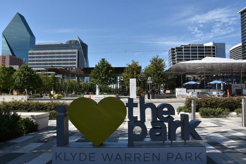 Klyde Warren Park en Dallas, Tejas foto de archivo