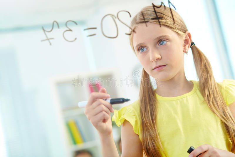 klyftig schoolgirl royaltyfri bild