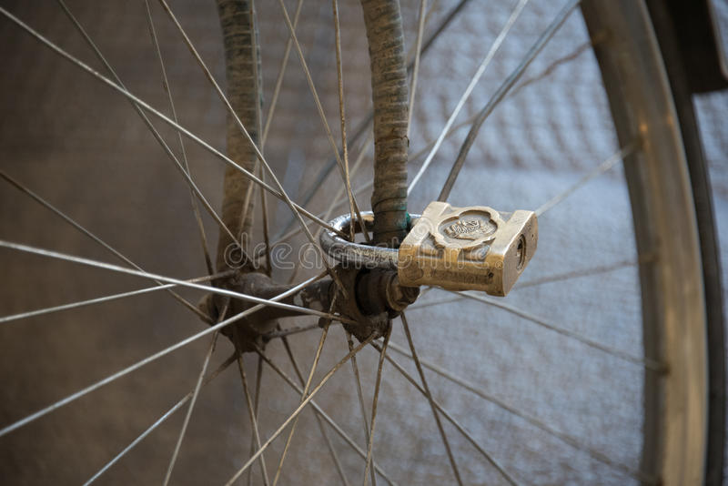 Klyftigt cykellås arkivbild