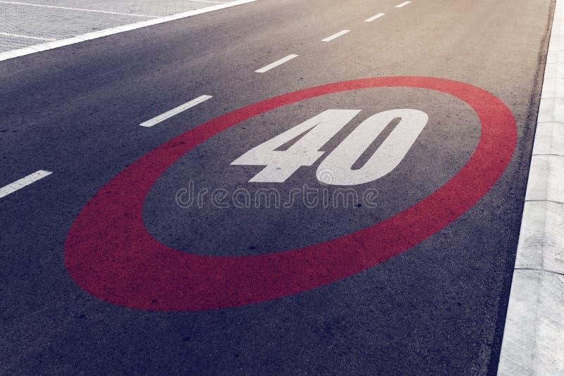 kmph 40 of van MPU drijfmaximum snelheidteken op weg royalty-vrije stock afbeeldingen
