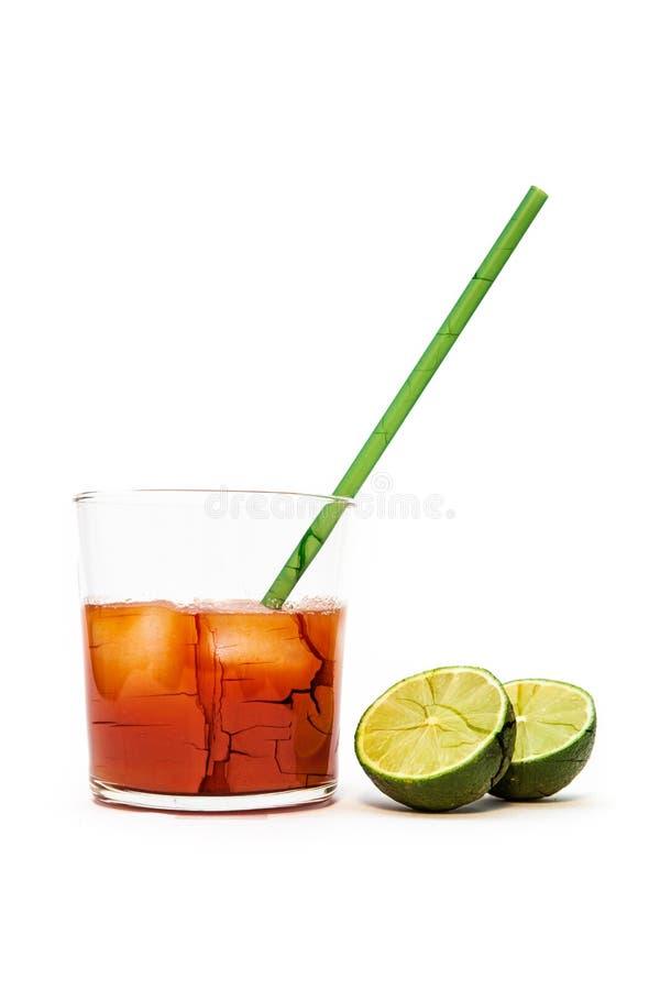 Knäcka exponeringsglas- och limefruktfrukter arkivfoto