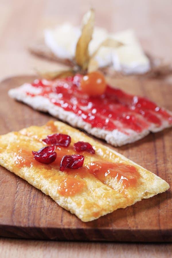 Knäckebrood en jam royalty-vrije stock fotografie