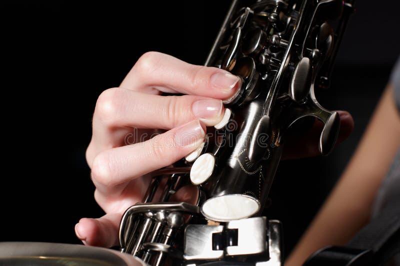 Knäppas av saxofon royaltyfri bild
