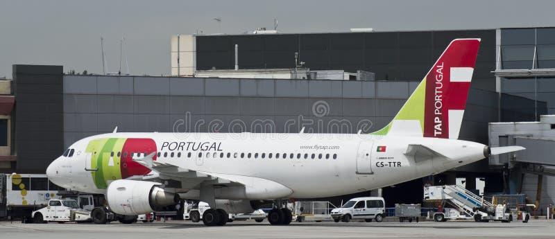 KNACKA LÄTT PÅ Portugal, flygbuss 319 arkivbild