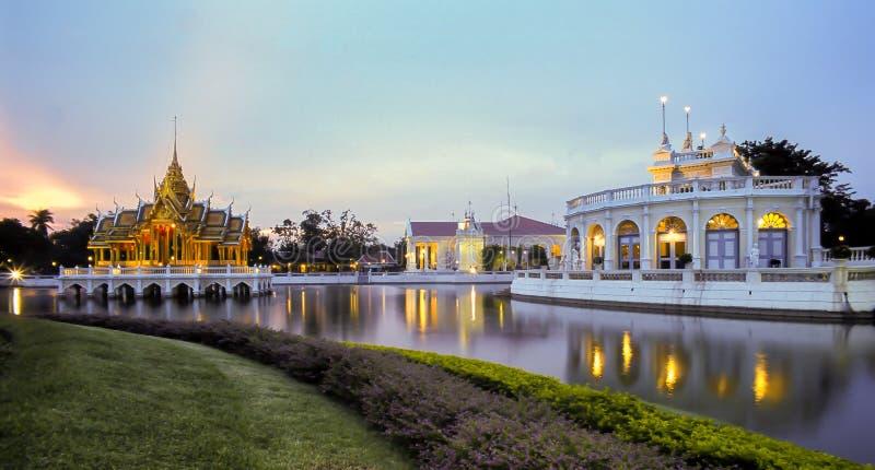 Knall-Schmerz-Palast in Ayutthaya-Nacht in Thailand lizenzfreies stockbild
