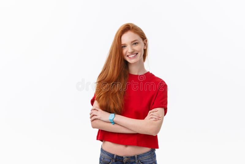 Knap wijfje met oprechte glimlach die zich haar succes verheugen die goede stemming hebben die haar positieve emoties tonen Vrouw stock afbeeldingen