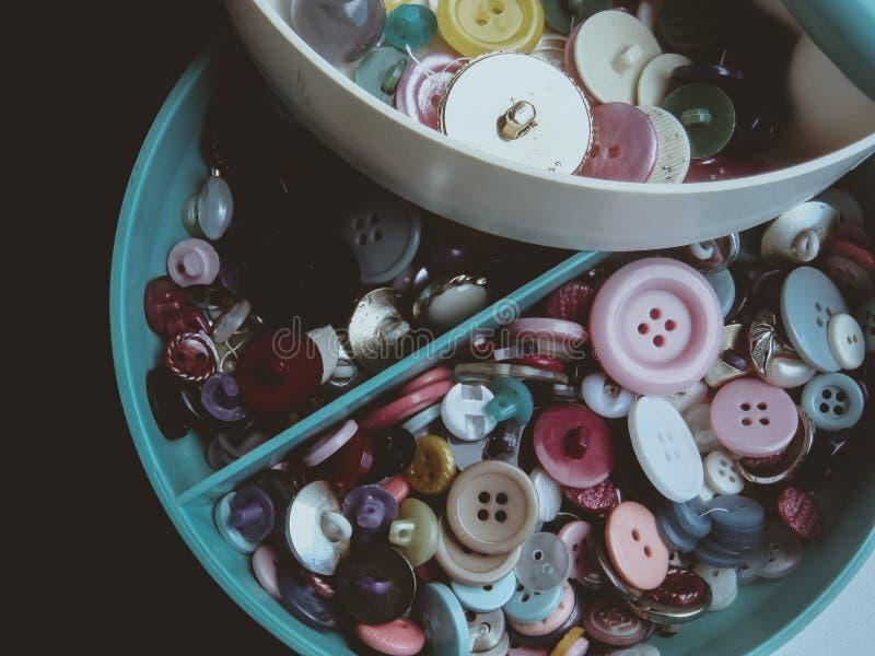 knappar färgade mång- royaltyfri foto