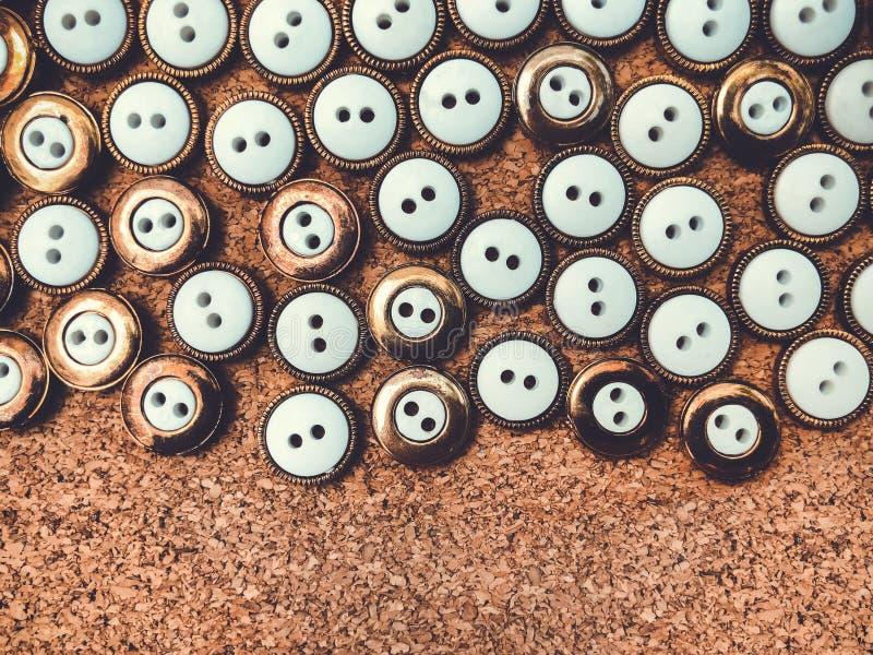 Knappar massor av knappar Knappar för att sy och hantverk royaltyfri bild