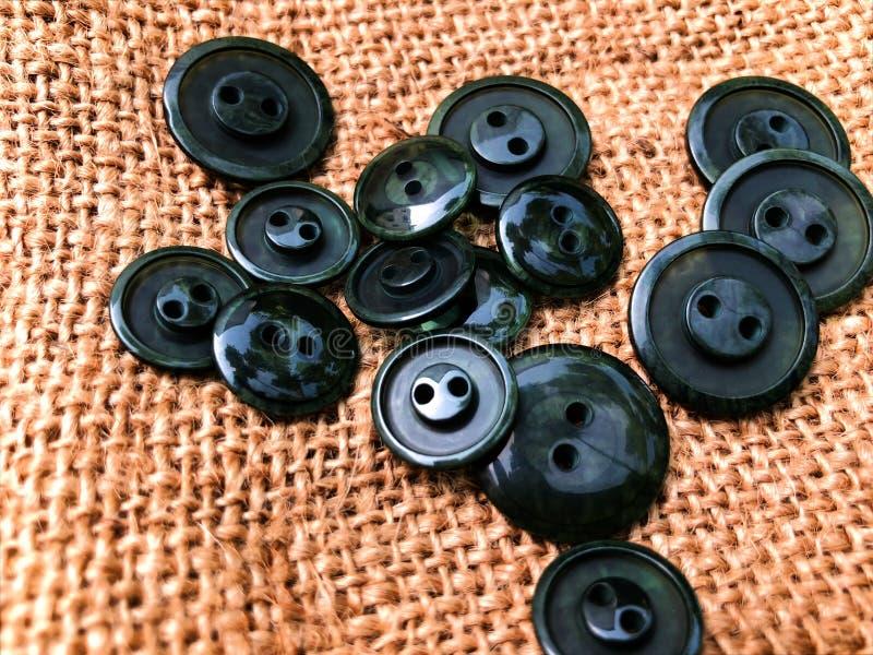 Knappar massor av knappar Knappar för att sy och hantverk fotografering för bildbyråer