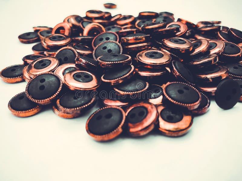 Knappar massor av knappar Knappar för att sy och hantverk arkivbild