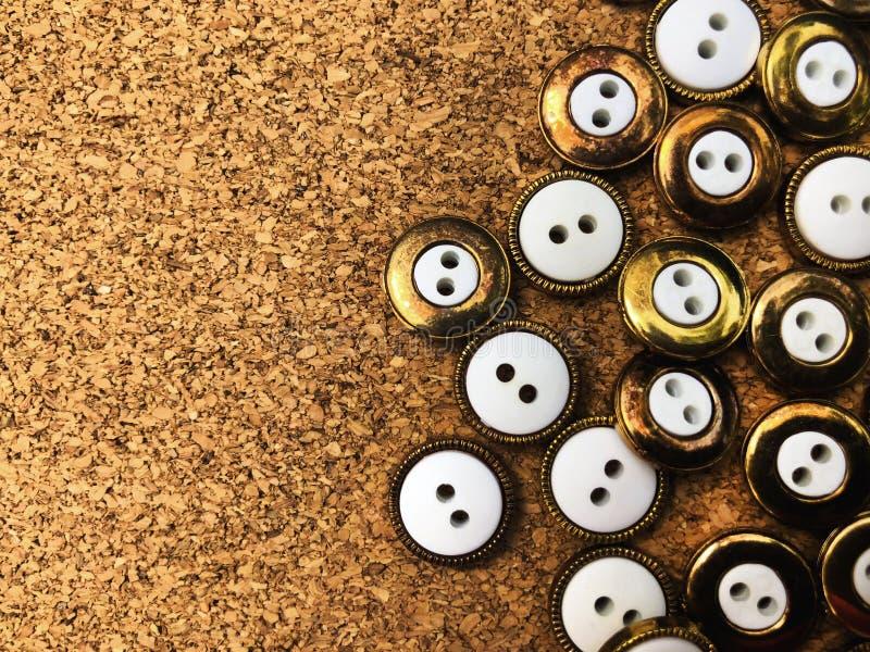 Knappar massor av knappar Knappar för att sy och hantverk arkivbilder