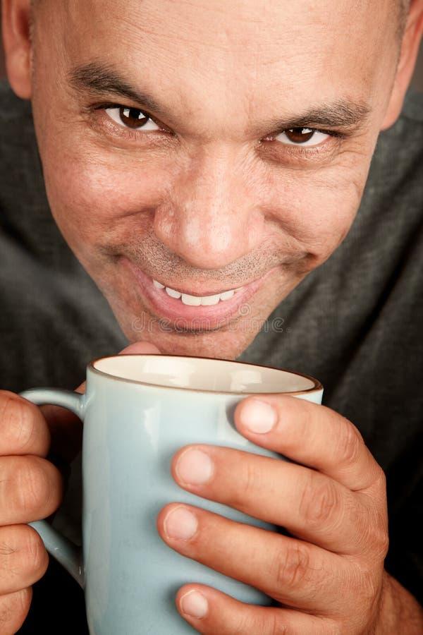 Knappe blonde mens met koffie royalty-vrije stock foto