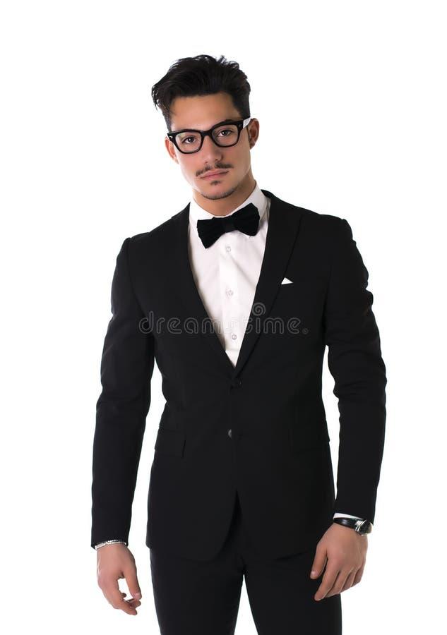 Knappe elegante jonge mens met kostuum en glazen stock foto's