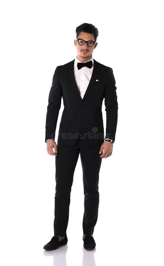 Knappe elegante jonge mens met kostuum en vlinderdas stock fotografie