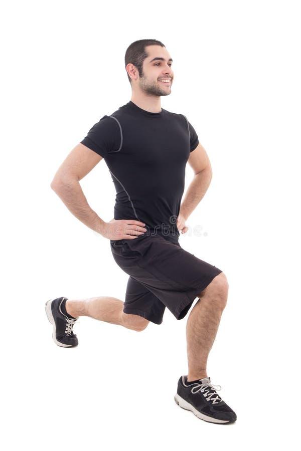 Knappe gebaarde Arabische mens in sportkleding het verwarmen vóór trainin royalty-vrije stock foto