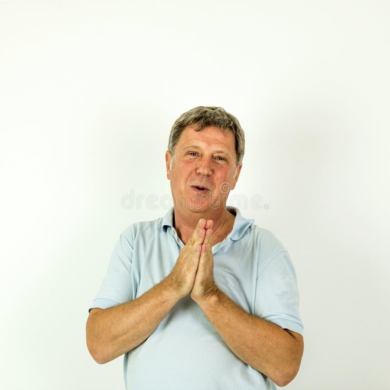 Knappe glimlachende mens in het blauwe overhemd van het vrije tijdspolo royalty-vrije stock fotografie