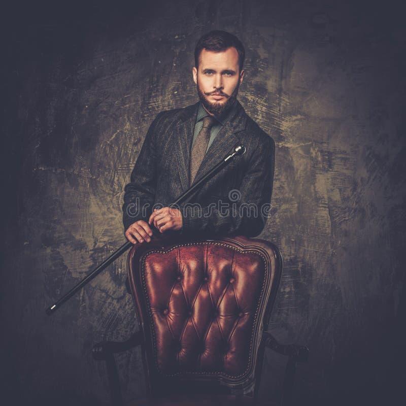 Knappe goed-geklede mens stock foto