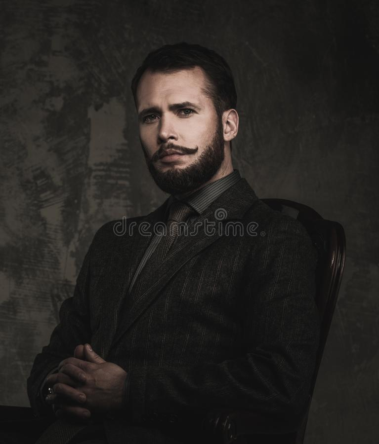 Knappe goed-geklede mens royalty-vrije stock foto's