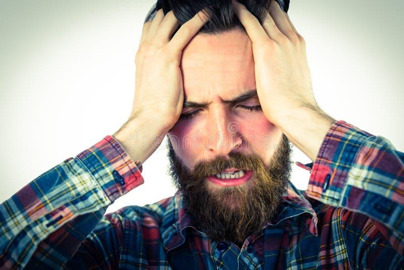 Knappe hipster die een hoofdpijn krijgen stock foto's