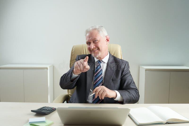 Knappe Hogere Manager Pointing bij Camera royalty-vrije stock afbeeldingen