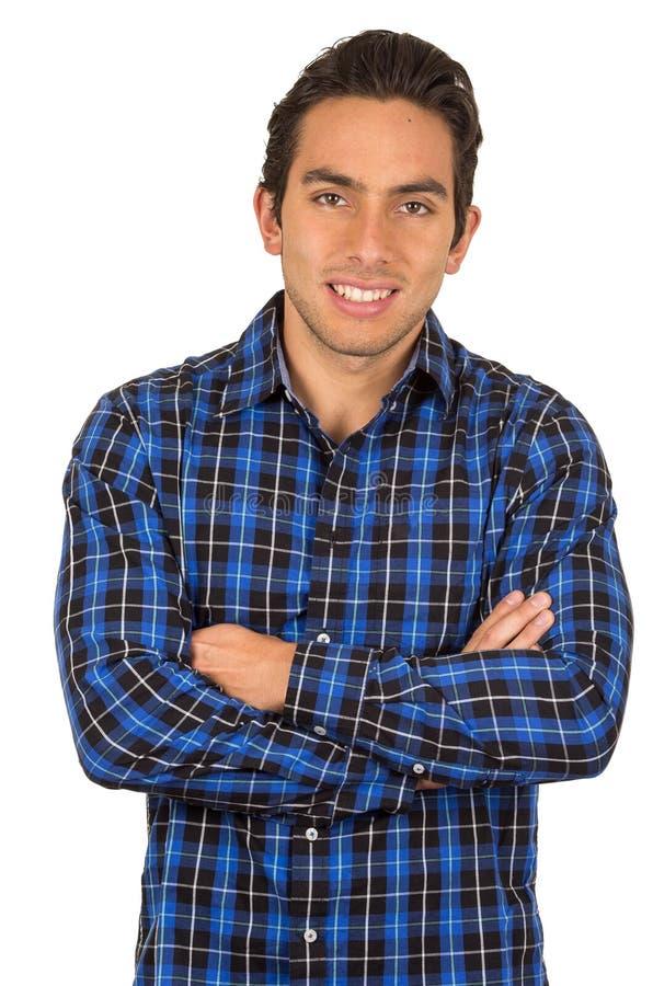 Knappe jonge Latijnse mens die een blauwe plaid dragen stock foto