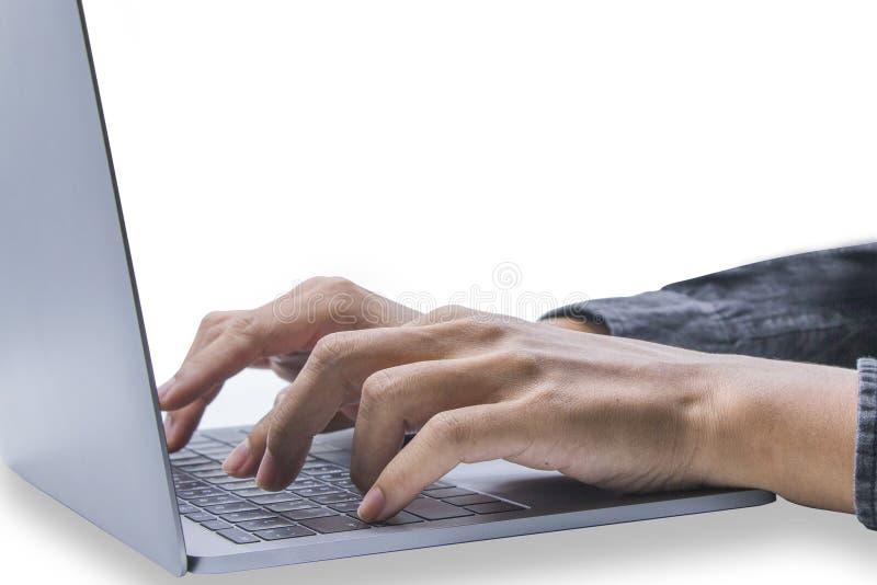 Knappe jonge mens het spelen computer Of financiële druk en bedrijfsinlichtingen Op een witte achtergrond stock foto