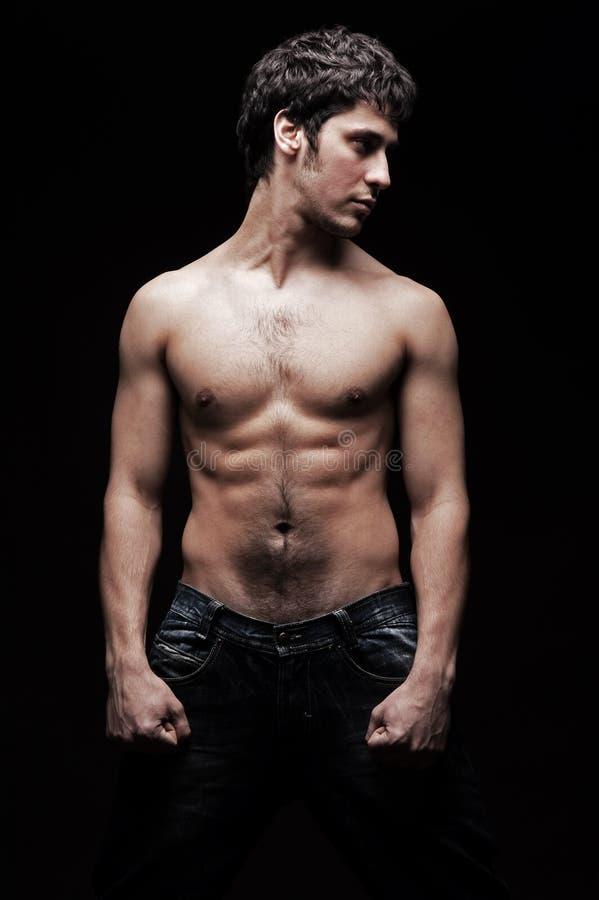 Knappe jonge mens met naakt torso stock afbeeldingen