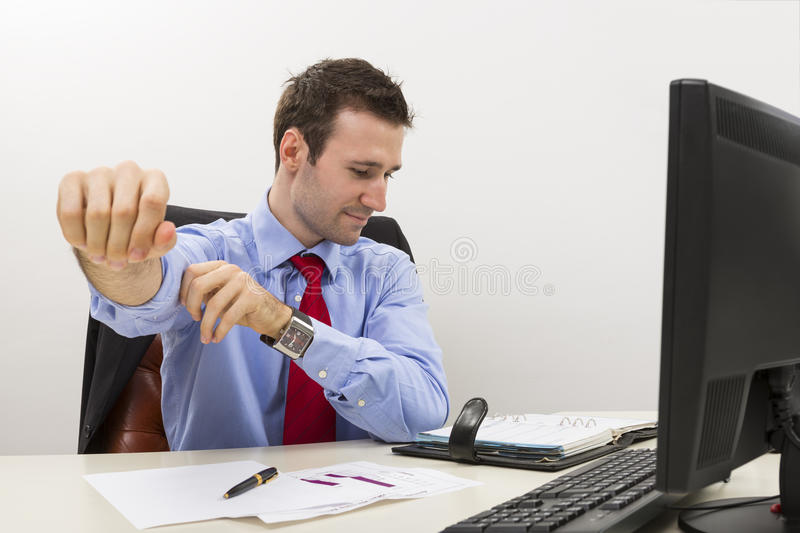 Knappe jonge werknemer klaar te werken stock foto's