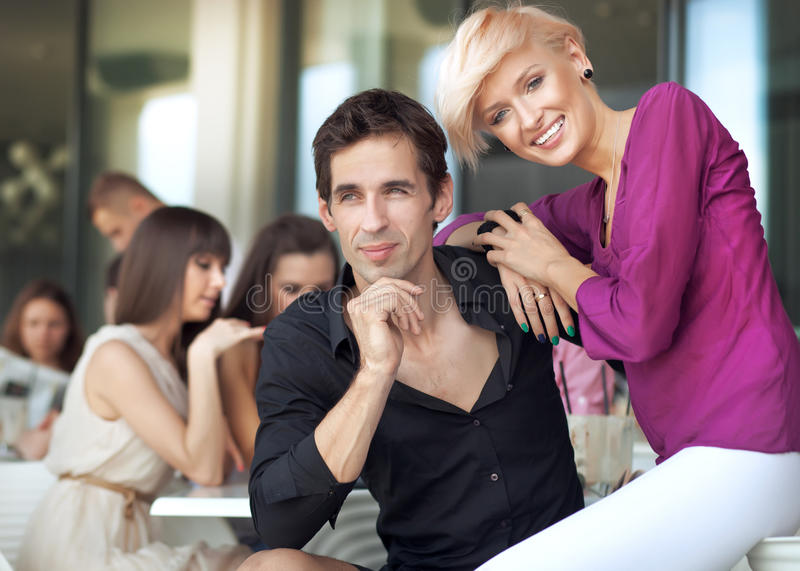 Knappe man met vrouw royalty-vrije stock foto's