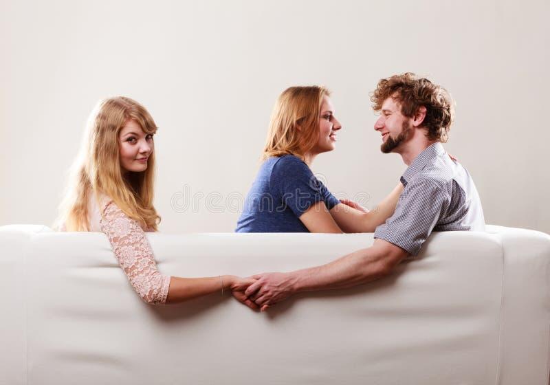 Knappe man verraden vrouwen royalty-vrije stock foto