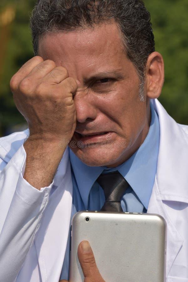 Knappe Mannelijke Dokter Under Stress stock fotografie