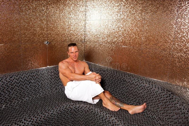Knappe Mens in Turkse Sauna royalty-vrije stock afbeeldingen