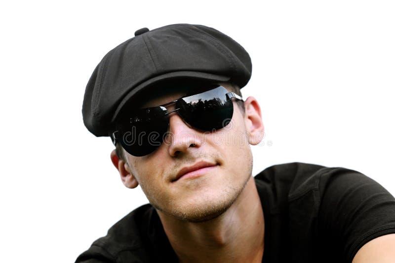 Knappe mens in zwarte zonnebril royalty-vrije stock afbeelding