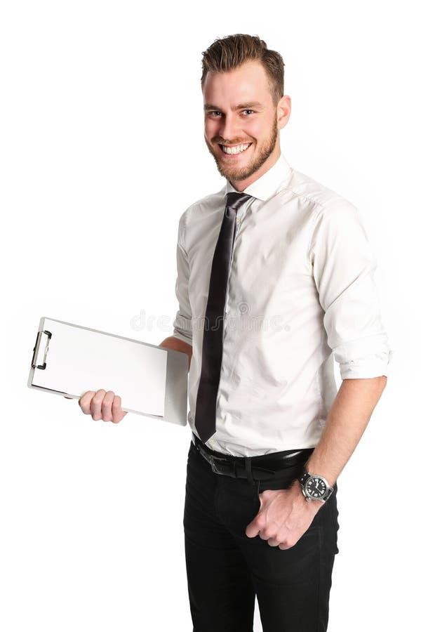 Knappe zakenman met een klembord die een witte overhemd en een band dragen stock afbeelding