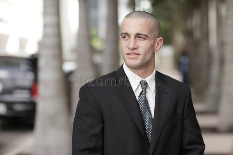 Knappe zakenman met geschoren hoofd stock afbeeldingen