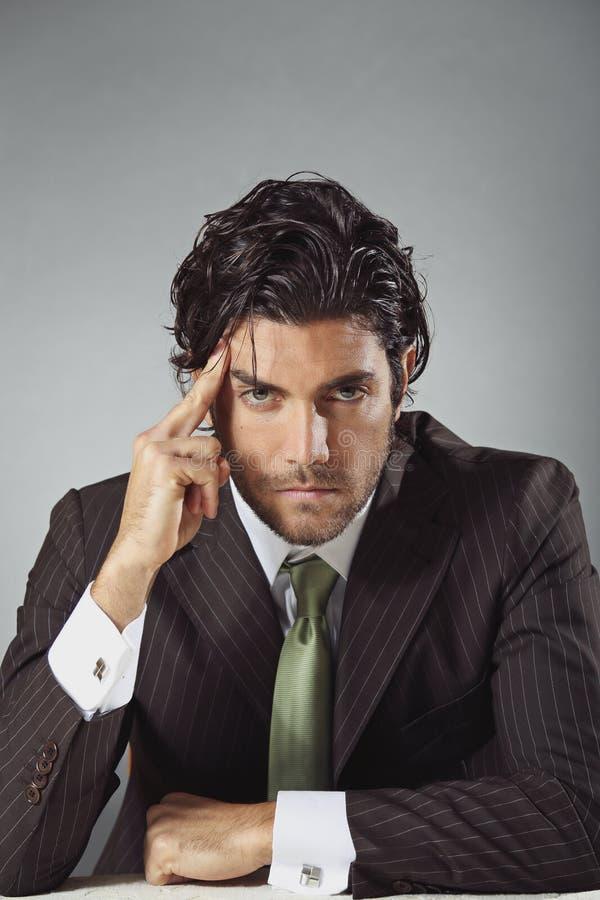 Knappe zakenman met peinzende uitdrukking stock afbeeldingen