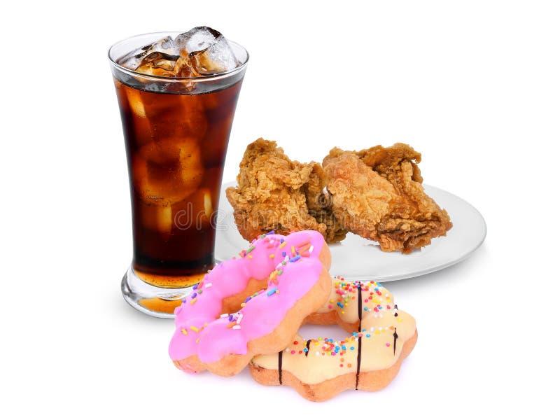 Knapperig Kentucky braadde kip met verse die cokes en doughnut op witte achtergrond wordt geïsoleerd royalty-vrije stock foto's