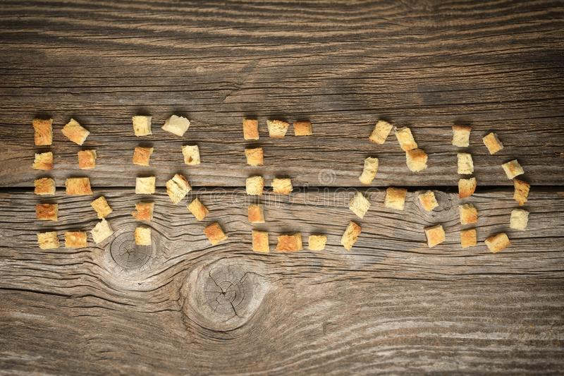 Knapperige die gouden sauteed vers croutons van gekubeerd wit brood worden gemaakt royalty-vrije stock afbeeldingen