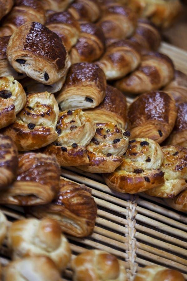 Knapperige gebakjes in een bakkerij stock afbeelding