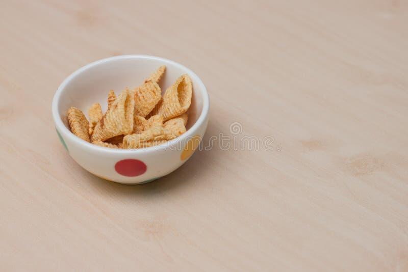 Knapperige snacks in de minikom royalty-vrije stock foto